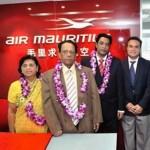 Didier Robert avec les représentants d'Air Mauritius
